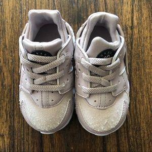 GUC Nike Girl Toddler Sz 5